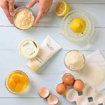 W trakcie przygotowań do świąt warto pamiętać także o chwili dla siebie! Jajka🥚, tak popularne w tworzeniu wielkanocnych wypieków i dań, świetnie sprawdzają się również w kosmetykach. Jajeczna seria od @skinfood_official to 2 oczyszczające skórę produkty: pianka myjąca oraz dogłębnie oczyszczająca pory maska, która pozostawia skórę gładką i miękką. ❤ Białko zawarte w jajku lekko ściąga cerę, przez co pory stają się węższe i mniej widoczne. Dodatkowo maska zawiera także kaolin, czyli glinkę. Świetny zestaw dla idealnie gładkiej skóry 💆♀️ Życzymy smacznych, zdrowych i pięknych Świąt Wielkanocnych. 🐇🐣🌷 #koreanskiekosmetyki #koreańskiekosmetyki #kosmetykiazjatyckie #kosmetyki #pielegnacjatwarzy #pielegnacja
